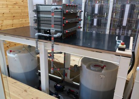 埼玉工業大学、再生エネ用の新型蓄電池を開発 太陽光発電とレドックスフロー電池を連動させた電力需給システムの実証実験を開始